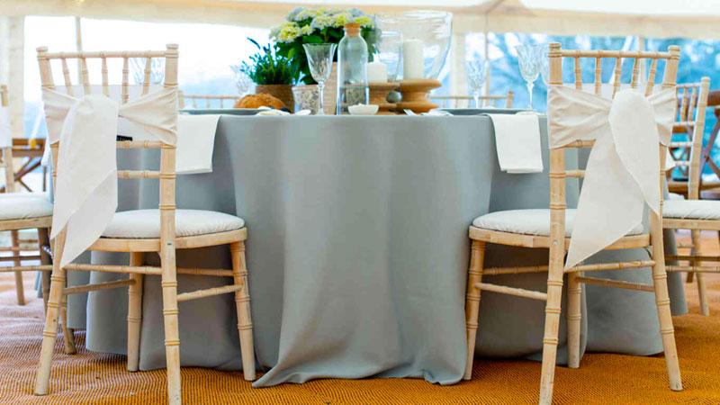رومیزی کتان، مناسبتترین گزینه برای یک رومیزی بادوام