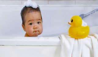 حوله خوب برای نوزاد چی بخریم؟ راهنمای خرید بهترین مارک حوله نوزاد