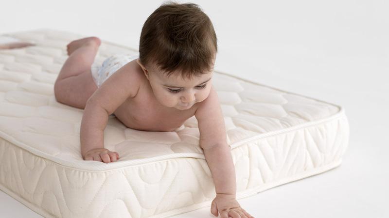 بهترین تشک برای نوزاد