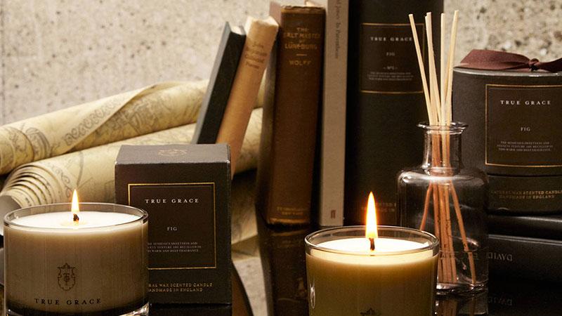 استفاده از شمع و عود در کتابخانه