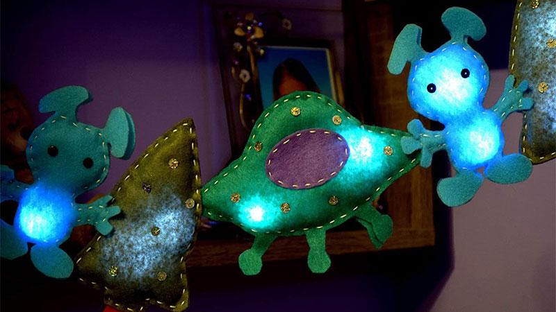 استفاده از چراغ خوابهای فانتزی برای نورپردازی اتاق خواب کودک